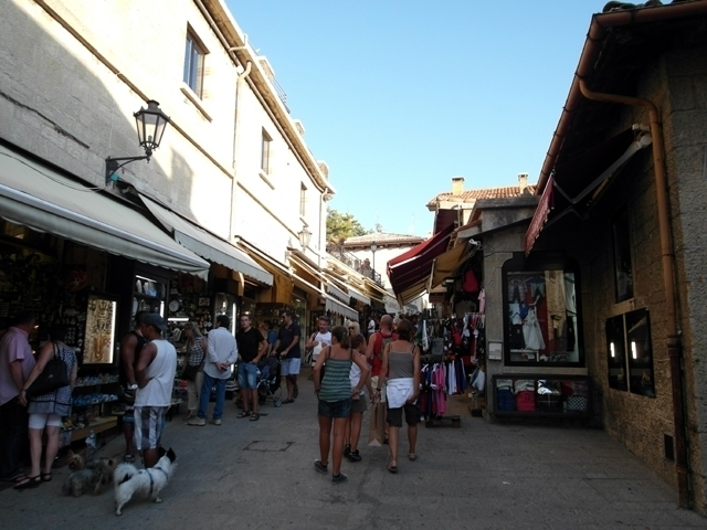 San Marino shopping 3