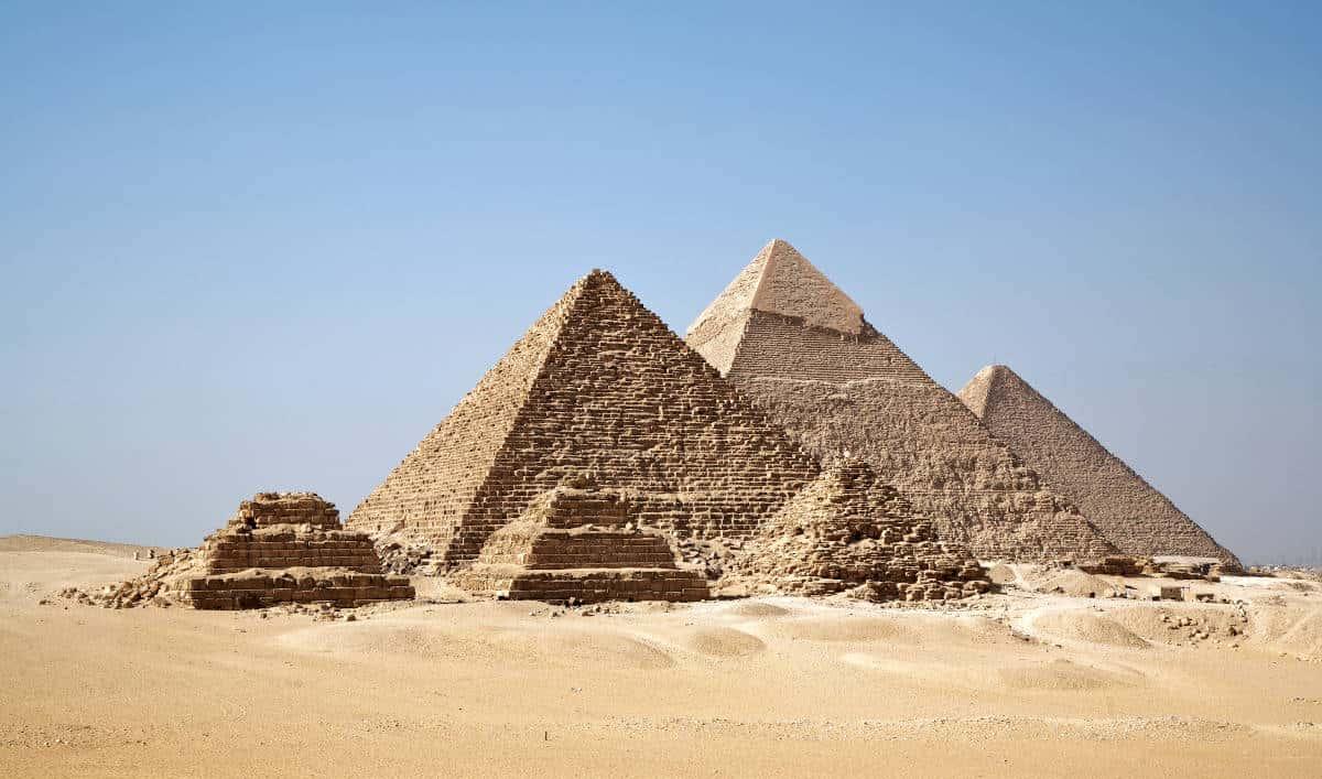 Piramidi piana di Giza Il Cairo