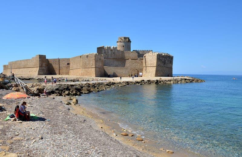 Le Castella la Forteza Aragonese 1