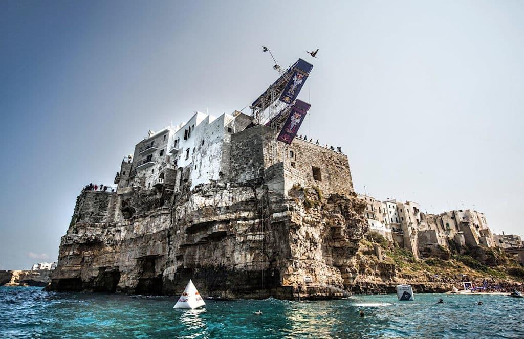 cliff-diving-polignano-a-mare